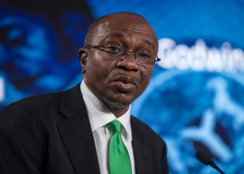 Godwin Emefiele, Governor of Central Bank of Nigeria, speaks at the Nigeria Capital Markets and Banking Forum.  Chris J Ratcliffe / Bloomberg CBN threatens to suspend FX operating license of banks involved in forex malpractice CBN threatens to suspend FX operating license of banks involved in forex malpractice CBN Boss 350x250