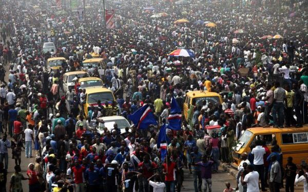 50% of nigerians are willing to move abroad – world bank 50% of Nigerians are willing to move abroad – World Bank Crowd in Nigeria 600x375