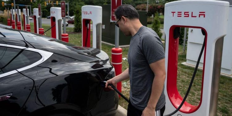 investor's guide to electric vehicle etfs Investor's guide to electric vehicle ETFs bankrate 750x375