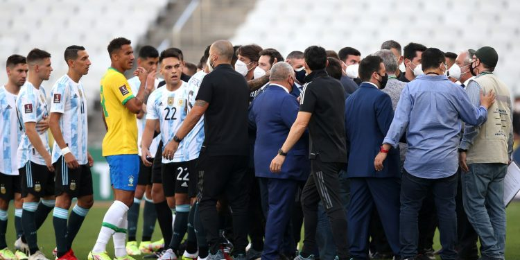 Brazil vs Argentina: World Cup Qualifier suspended after health officials enter pitch in row over Covid rules Brazil vs Argentina: World Cup Qualifier suspended after health officials enter pitch in row over Covid rules skysports argentina brazil 5502143 750x375