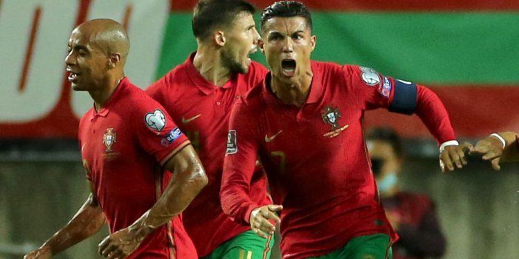 Portugal 2-1 Republic of Ireland: Cristiano Ronaldo becomes men's all-time international scorer in dramatic late win Portugal 2-1 Republic of Ireland: Cristiano Ronaldo becomes men's all-time international scorer in dramatic late win skysports cristiano ronaldo 5497844 750x375